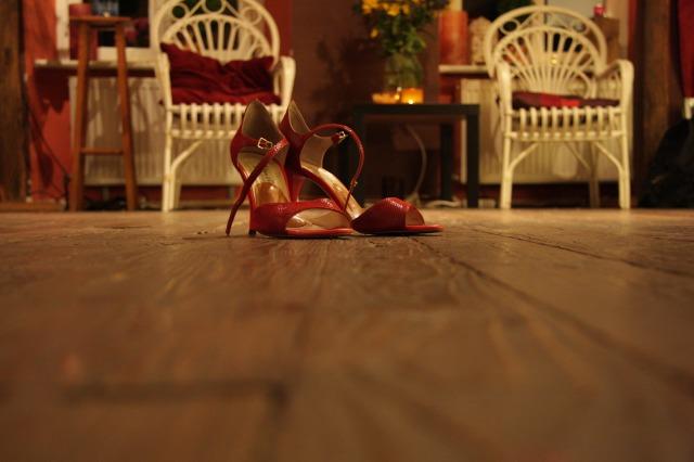 high-heeled-shoes-285664